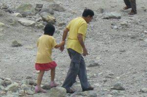 Ayah dan Anaknya (Warga Jepang/China/Korea?)